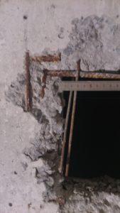 Ванная, вет.проём, скол и арматура = 90 мм.